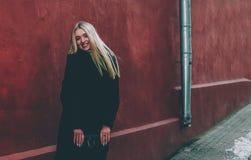 Blondine und Rot Stockfotografie
