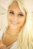blondinen eyes ladyen som sparkling Arkivbilder