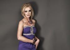 blondy妇女时髦的纵向  免版税图库摄影