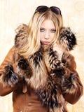 blondynów żakieta futerka kobieta obrazy royalty free