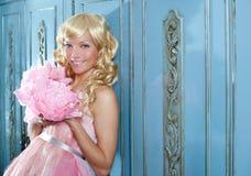 Blondynów mody princess i wintage kwiatów suknia Obrazy Stock