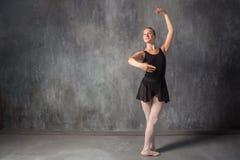 Blondynka baletniczy tancerz fotografia stock
