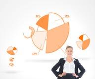 Blondynka bizneswomanu pozycja z rękami na biodrach Zdjęcie Royalty Free