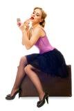 blondynka dosyć siedzi walizki czekań kobiety Fotografia Stock