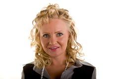 blondynka kędzierzawa otwiera uśmiech obraz royalty free