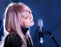 blondynka mikrofon fotografia royalty free