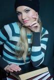 blondynka rezerwuje plciowego pulower zdjęcie stock