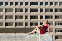 Blondynka w czerwieni Zdjęcie Stock