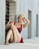Blondynka w czerwieni Fotografia Stock