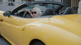 Blondynka za kołem kabriolet zbiory