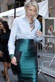 Blondynki bywalec ulicy styl w Nowy Jork zdjęcia stock