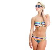 Blondynki dziewczyna w pasiastym bikini obraz stock