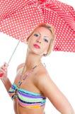 Blondynki dziewczyna z rocznika łaciastym parasolem fotografia royalty free