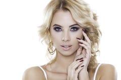 Blondynki kobieta jest ubranym biżuterię Obraz Royalty Free