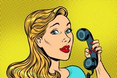 Blondynki kobieta opowiada na retro telefonie ilustracja wektor
