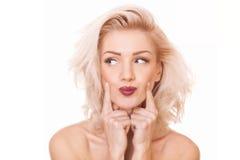 Blondynki kobieta patrzeje daleko od Obrazy Royalty Free