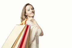 Blondynki kobieta z papierowymi torba na zakupy po sukcesu zakupy Zdjęcie Royalty Free