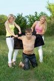 blondynki mężczyzna potomstwo figlarnie dwa potomstwa Fotografia Stock