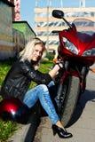blondynki motocyklu czerwień Obrazy Royalty Free