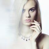blondynki piękna biżuteria obraz royalty free