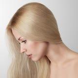 Blondynki piękna młoda kobieta Fotografia Stock