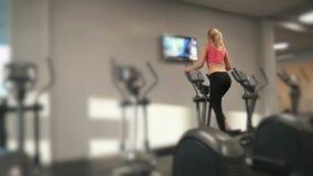 Blont förlovat för idrottsman nen i idrottshallen lager videofilmer