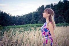 Blont flickaanseende i vetet Royaltyfria Foton