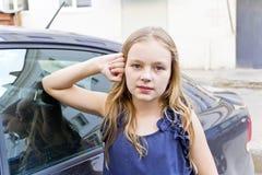 blont gulligt flickahår arkivfoton