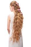 Kvinna med lockigt långt hår Arkivfoto