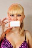 Blont kvinnavisningmellanrum Royaltyfria Foton