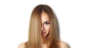 Blont långt rakt hår fashion ståendekvinnan royaltyfri foto