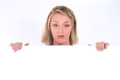 blont uttryck som rymmer den SAD teckenkvinnan Arkivbild