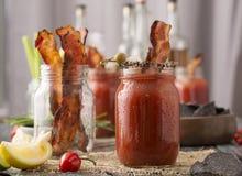 Bloody mary affumicato del bacon del pepe fotografie stock