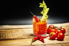 Bloody Mary com uma parte de aipo e pimentas e tomates verdes Imagem de Stock Royalty Free