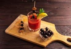 Bloody mary de cocktail, faisant un cocktail image stock