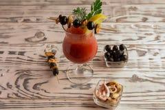 Bloody mary del cocktail, facente un cocktail fotografia stock