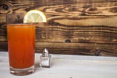 Bloody Mary mit Zitrone und Salz Stockfotografie