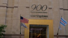 Bloomingdales in de Weg van Chicago Michigan - CHICAGO, VERENIGDE STATEN - JUNI 11, 2019 stock videobeelden