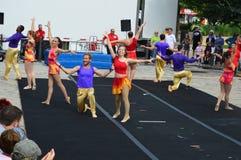Bloomington-Stadt, USA - 27. August 2016 - Gamma-Phi Circus-acrob stockfotos