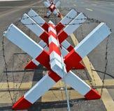 Bloque con la barrera del alambre en el camino Fotografía de archivo