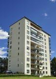 Bloque de apartamentos imagenes de archivo