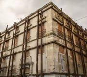 Bloque de apartamentos averiado Fotografía de archivo libre de regalías