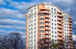 Bloque de apartamentos, casa ideal foto de archivo libre de regalías
