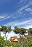 Bloque de apartamentos de lujo en Puerto Banus en la Costa del Sol Fotografía de archivo