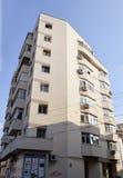 Bloque de apartamentos del art déco en Bucarest, Rumania Fotografía de archivo