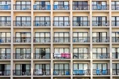 Bloque de apartamentos del día de fiesta