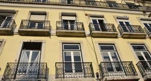 Bloque de apartamentos en Lisboa foto de archivo