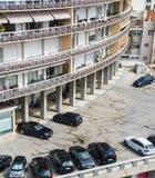 Bloque de apartamentos moderno imagen de archivo