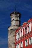 Bloque de apartamentos y una torre Imagenes de archivo