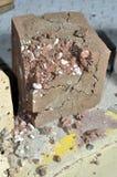 Bloque de cemento con el polvo de cerámica destruido Fotografía de archivo